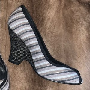 Restricted Shoes - Striped wedge